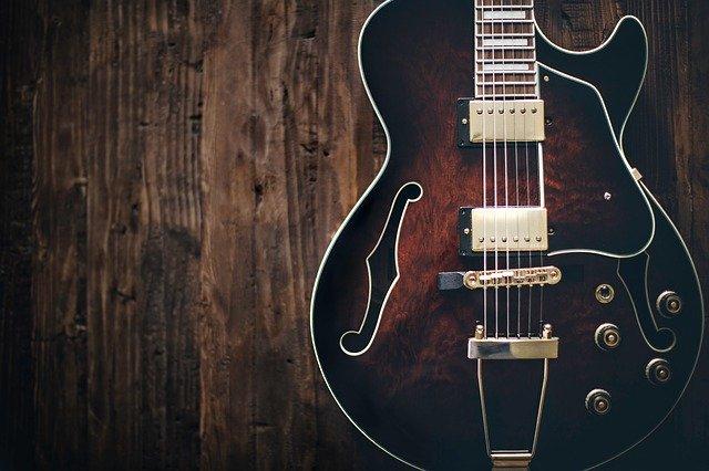 ギター ボディ 木材
