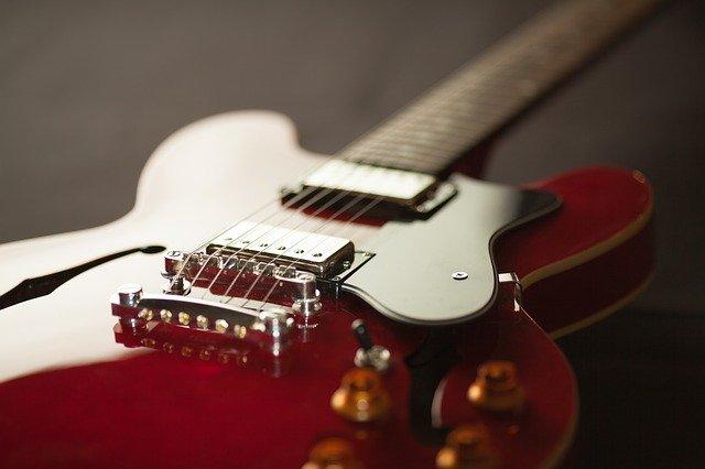 ギター ブリッジ 特徴 材質