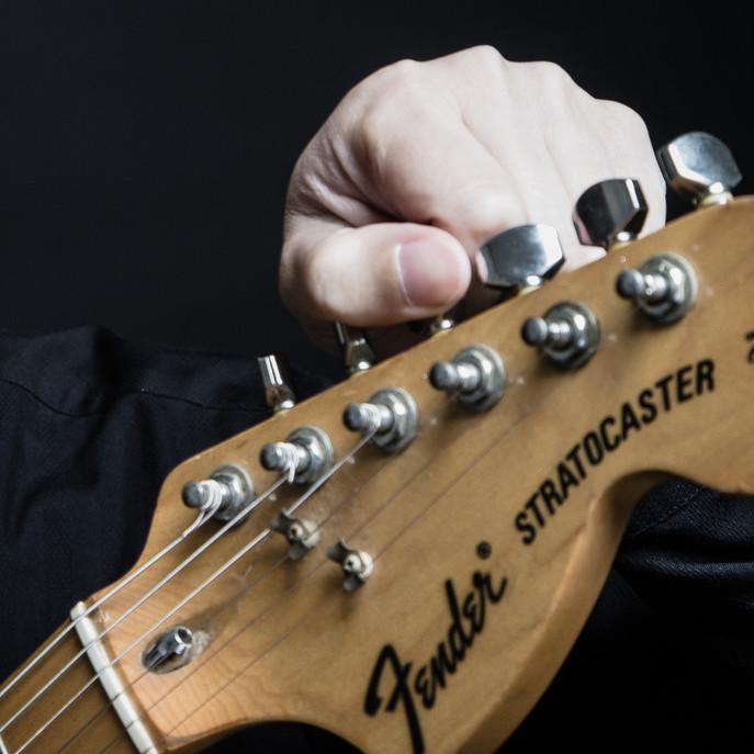 ギター 弦 緩める